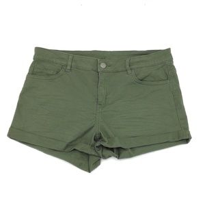 Pants - Womens Stretchy Shorts Size 12 Petite Green